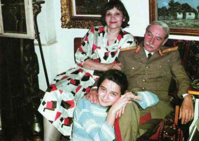 Pictorul impreuna cu sotia si nepoata cea mare, Raluca