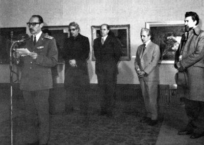 Pictorul vorbind la vernisajul expozitiei G.N.G. Vanatoru in sala Dalles